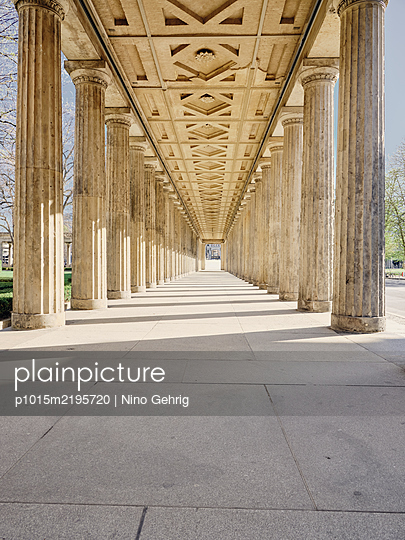 Germany, Berlin, Colonnade - p1015m2195720 by Nino Gehrig