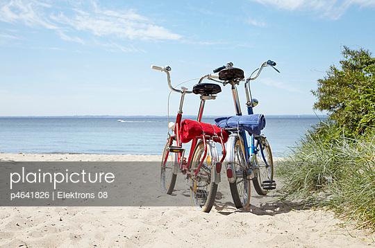 Fahrrad am Strand - p4641826 von Elektrons 08