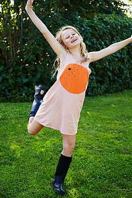 Happy girl - p312m1229351 by Anna Kern