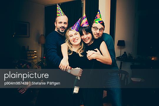 Party - p904m987439 von Stefanie Päffgen