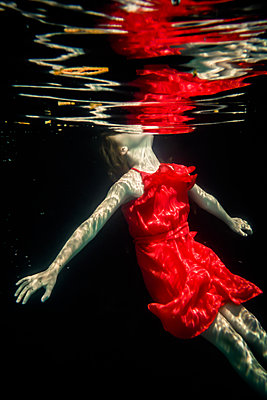 Girl Underwater  - p1019m2100553 by Stephen Carroll