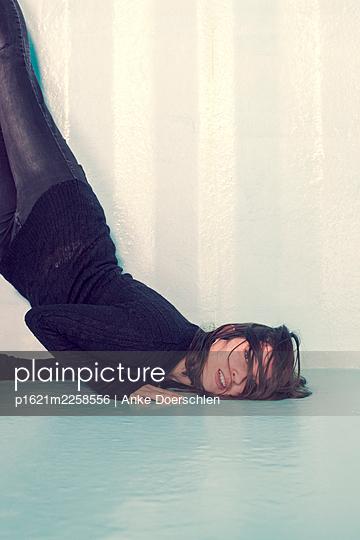 Fallen woman - p1621m2258556 by Anke Doerschlen