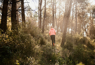 Woman exploring forest, Olivella, Catalonia, Spain - p429m2078618 by Max Bailen