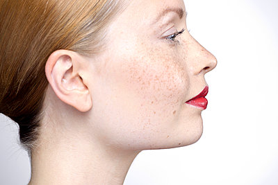 Young woman wearing red lipstick, profile - p623m923152f by Milena Boniek