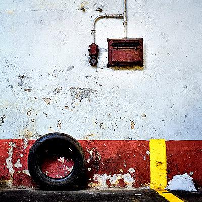 Electricity box - p1137m1122774 by Yann Grancher