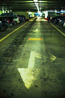 Direction arrow in parking garage - p1418m1572152 by Jan Håkan Dahlström