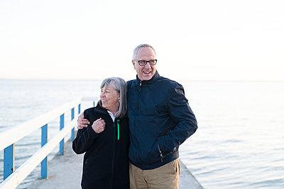 Senior couple at sea - p312m2050711 by Viktor Holm