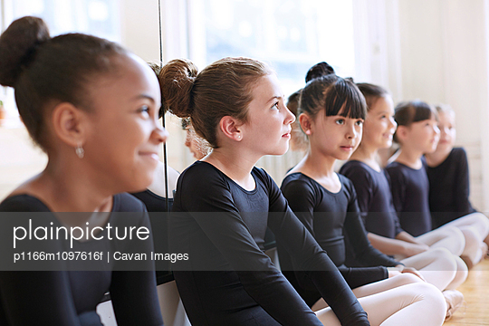 Little ballet dancers (6-7, 8-9) sitting in a row