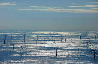 Offshore windpark - p1016m1515218 by Jochen Knobloch