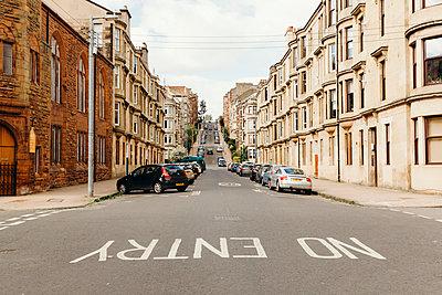Verlassenes Wohngebiet in Glasgow - p432m2090030 von mia takahara