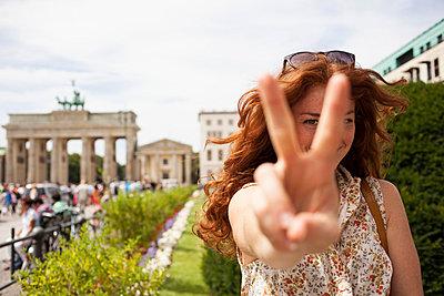 Girl in Berlin - p586m855795 by Kniel Synnatzschke