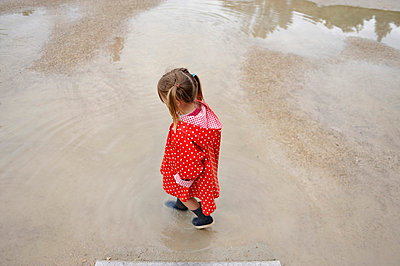 Girl in red raincoat - p8290206 by Régis Domergue