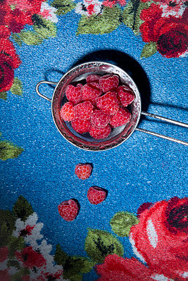 Raspberries - p1149m1146767 by Yvonne Röder