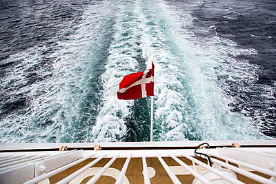 Denmark, Danish flag on ferry on the sea - p300m2219381 by Nadine Ginzel