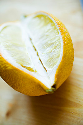 Lemon - p4130027 by Tuomas Marttila
