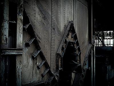 Industrieruine - p416m991151 von Stephan Jouhoff