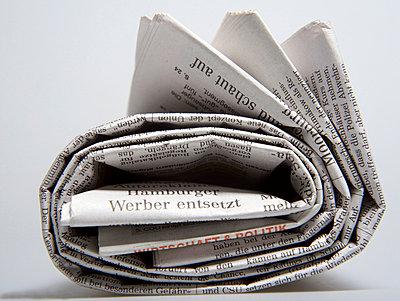 Aufgerollte Zeitung  - p6430001 von senior images