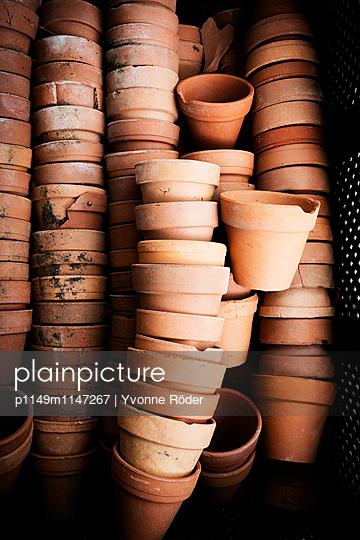Plant pots - p1149m1147267 by Yvonne Röder