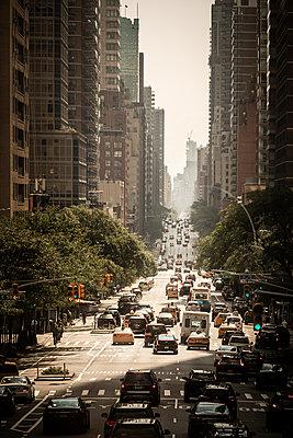 Straßenschlucht in NYC - p1222m2089386 von Jérome Gerull