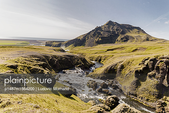 Hiking in Iceland - p1487m1564200 by Ludovic Mornand