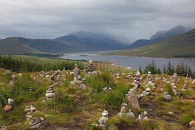 Am Loch Arkaig - p445m931971 von Marie Docher