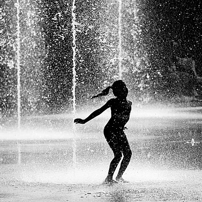 Water games - p977m955838 by Sandrine Pic