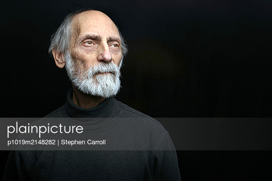 Senior man in black sweater - p1019m2148282 by Stephen Carroll