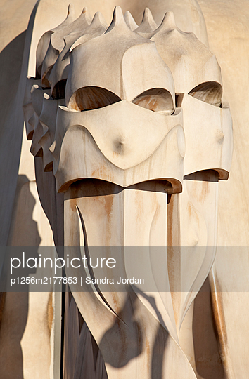 Sculptures on the rooftop, Casa Mila, Pedrera, Barcelona, Spain - p1256m2177853 by Sandra Jordan