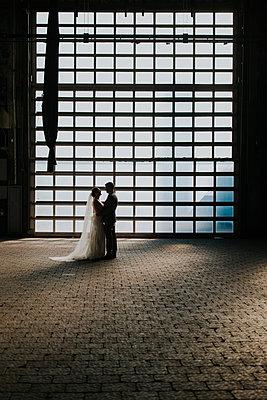 bride + groom - p1449m1538710 by Jessica Love