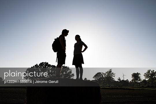 Paar auf Heuballen - p1222m1589814 von Jérome Gerull