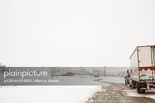Snow traffic - p1291m1515353 by Marcus Bastel