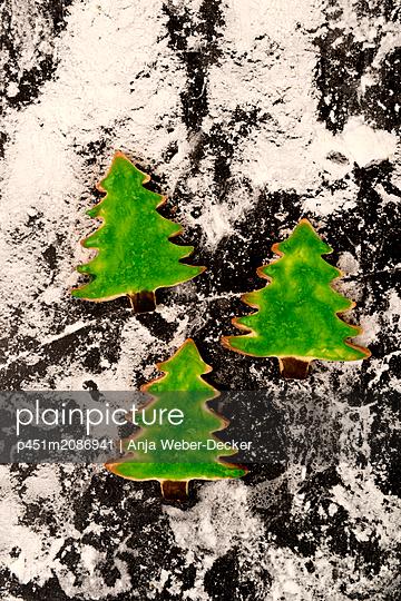 3 grüne Tannenbäume - p451m2086941 von Anja Weber-Decker