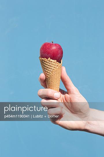 Like ice cream - p454m1190341 by Lubitz + Dorner
