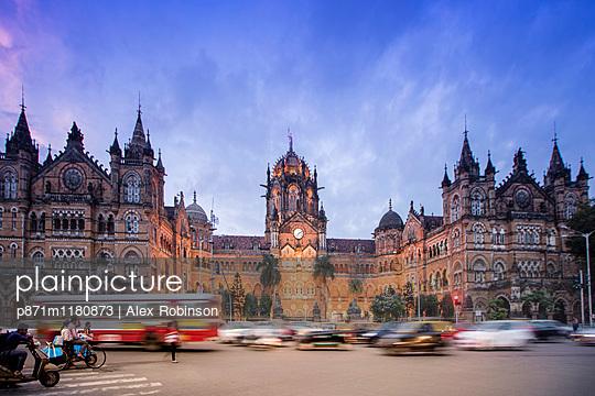 Chhatrapati Shivaji Terminus , UNESCO World Heritage Site, historic railway station built by the British. Mumbai , Maharashtra, India, Asia - p871m1180873 by Alex Robinson
