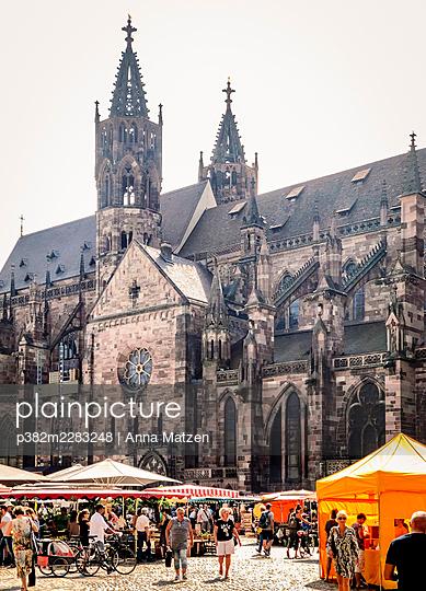 Market at the Freiburg Cathedral - p382m2283248 by Anna Matzen