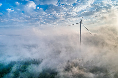 Germany, Baden-Wuerttemberg, Schurwald, Aerial view of wind wheel and morning fog - p300m2005379 by Stefan Schurr