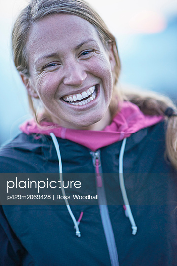 Portrait of female hiker - p429m2069428 by Ross Woodhall