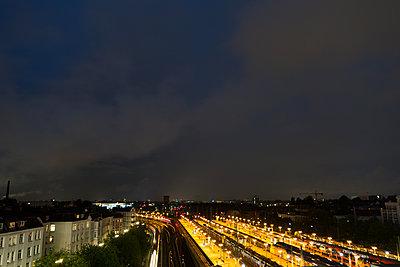 Bahnhof bei Nacht - p1079m1184988 von Ulrich Mertens