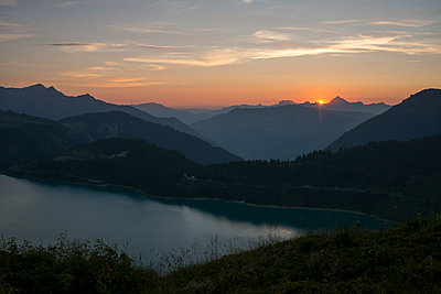 Sunset over mountain lake - p1216m2184477 by Céleste Manet