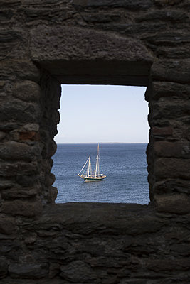 Boat at the window - p596m1529005 by Ariane Galateau