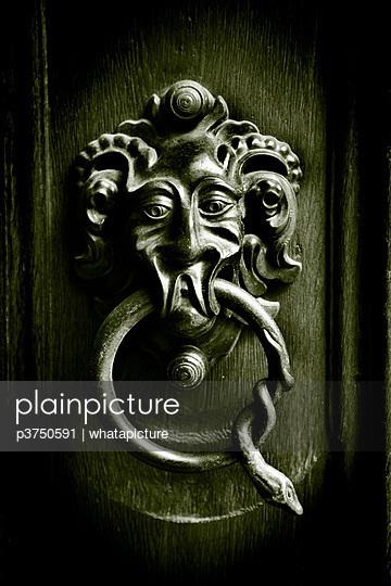 Door knocker - p3750591 by whatapicture