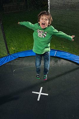 Spass auf dem Trampolin - p305m1091373 von Dirk Morla