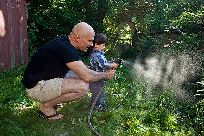 Gartenarbeit - p535m822302 von Michelle Gibson