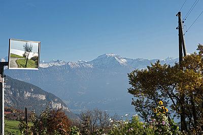 Berglandschaft und Verkehrsspiegel - p1354m1216674 von Kaiser