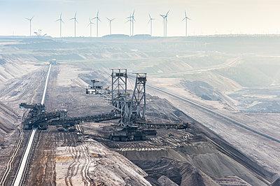 Germany, North Rhine-Westphalia, Grevenbroich, Garzweiler surface mine, Stacker and conveyor belt, wind wheels in the background - p300m979030f by Frank Röder