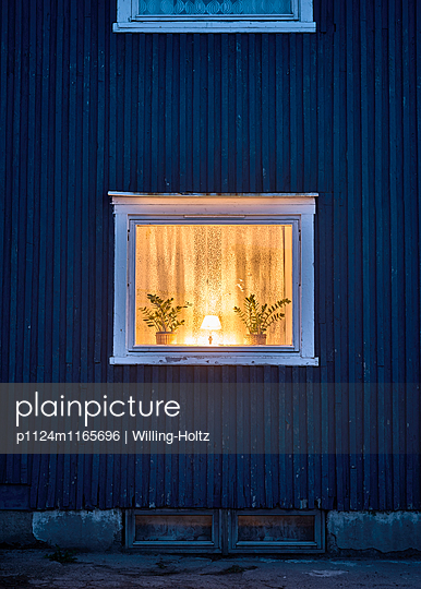 Fenster bei Nacht - p1124m1165696 von Willing-Holtz