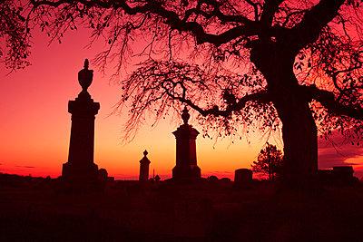 Friedhof bei Nacht - p3300441 von Harald Braun