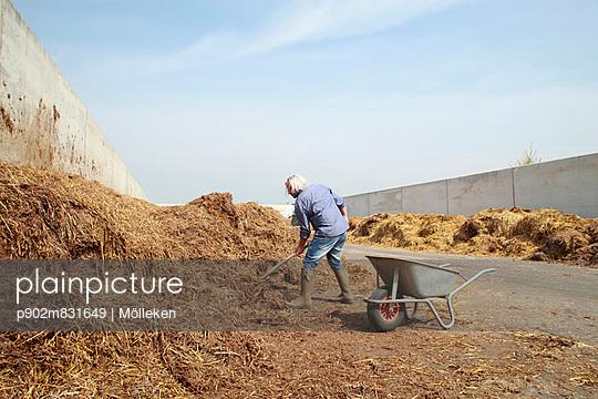 Farmer; Germany - p902m831649 by Mölleken
