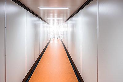 Gangway zum Flugzeug - p1243m1516588 von Archer