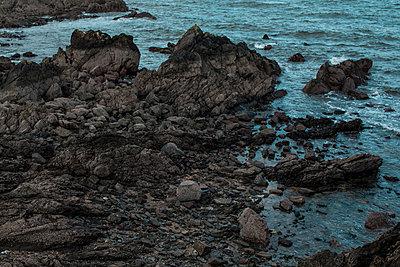 Felsiger Strand - p1422m1492846 von Vivian Rutsch